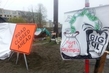 web1_161114-SEA-news-OlyRailroadProtest1
